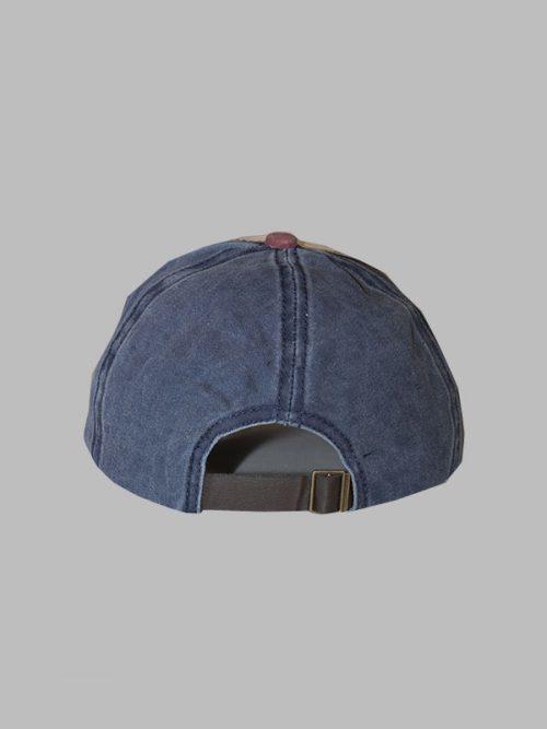 gorra azul combinada