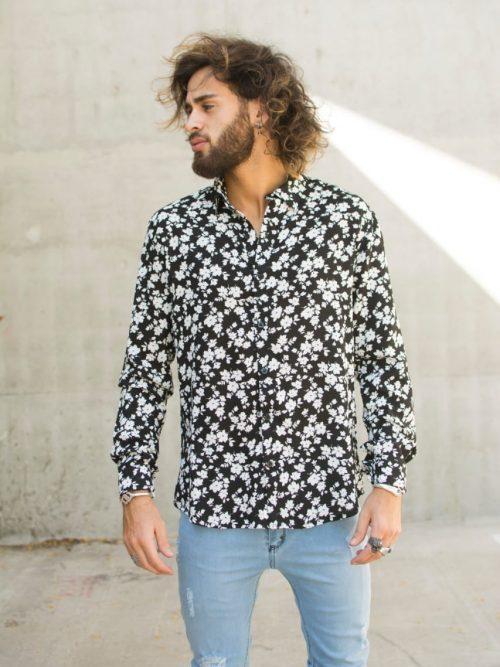 Camisa Pinot negra con flores blancas